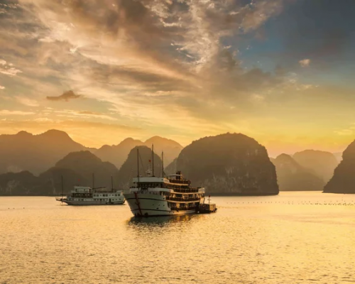 vietnam-sunset-over-the-islands-of-halong-bay-in-northern